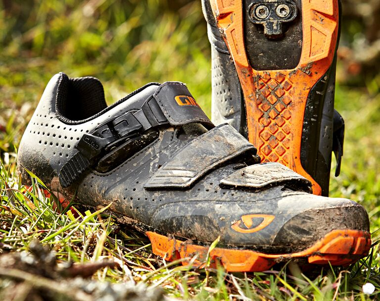 Test: 18 MTB Schuhe für Tour, All Mountain, Enduro (2016