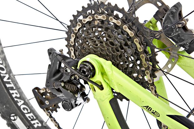 MB-0715-Trek-Powerfly-FS-9+-Detail-DG (jpg)