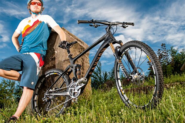 MB-0912-Traumbikes-Canyon-Nerve-CF-9 (jpg)