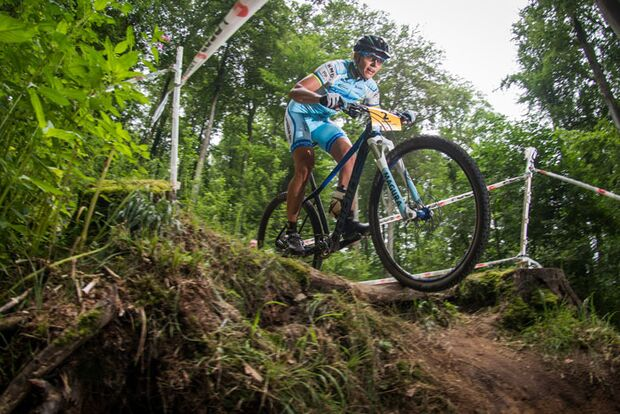MB_BadSalzdetfurth_DM_XC_Maas_Women_Spitz_downhill_flashed_by_Maasewerd (jpg)