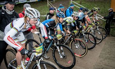 MB_Bundesliga 2013_Heubach_130420_GER_Heubach_XCE_women_finals_start_sideview_by_Kuestenbrueck (JPG)
