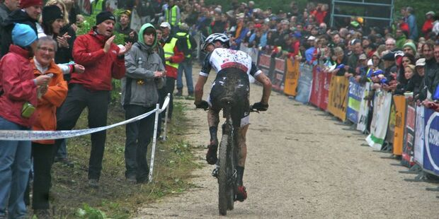 MB-Bundesliga-Albstadt-2012-lukas flueckiger_backview_bullentaele_albstadt_cross-country_by goller (jpg)