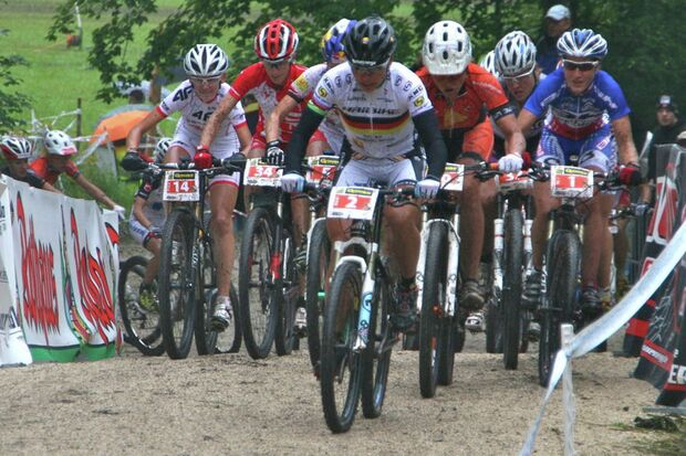 MB-Bundesliga-Albstadt-2012-start_spitz_brandau_bresset_albstadt_cross-country_by goller (jpg)