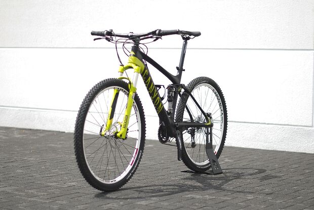 MB-Canyon-Lux-CF-MTB-2014-01-bike-schraeg (jpg)