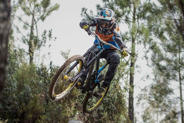 MB Canyon Sender CF Downhill-Bike Neuheit 2016