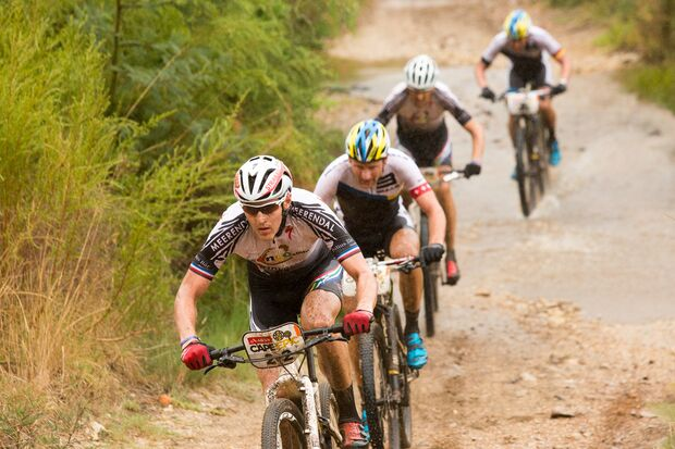 MB-Cape-Epic-2015-Etappe-1-Sauser-Kulhavy-action