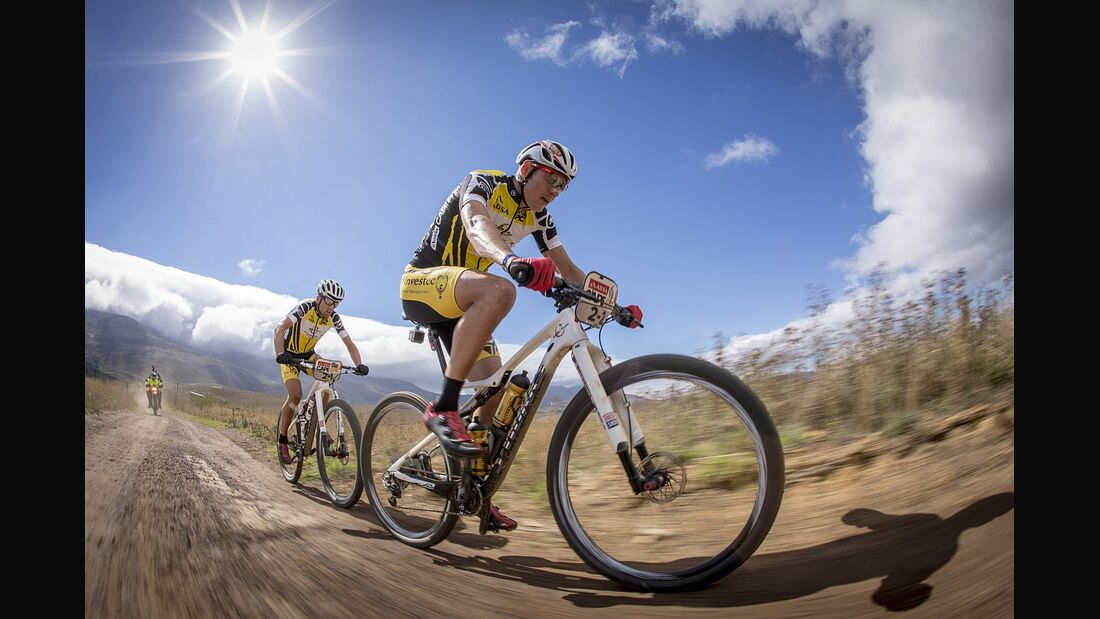 MB-Cape-Epic-2015-Etappe-2-Sauser-Kulhavy-Action