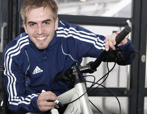 MB_Charity_Giant_Philipp_Lahm (jpg)