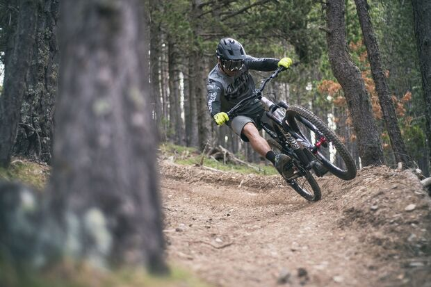 MB-Commencal-Meta-AM-Race-Brushed2 (jpg)