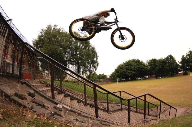 MB-Danny-MacAskill-Drop-and-Roll-Tour-2014-Ali_Railings (jpg)