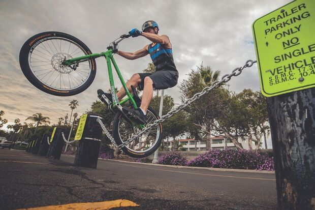 MB-Danny-MacAskill-Drop-and-Roll-Tour-2014-Duncan_Shaw_Chain_Stall (jpg)