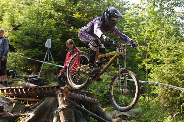 MB Downhill iXS Harriet Ruecknagel - GDC Bad Wildbad 2011 (jpg)