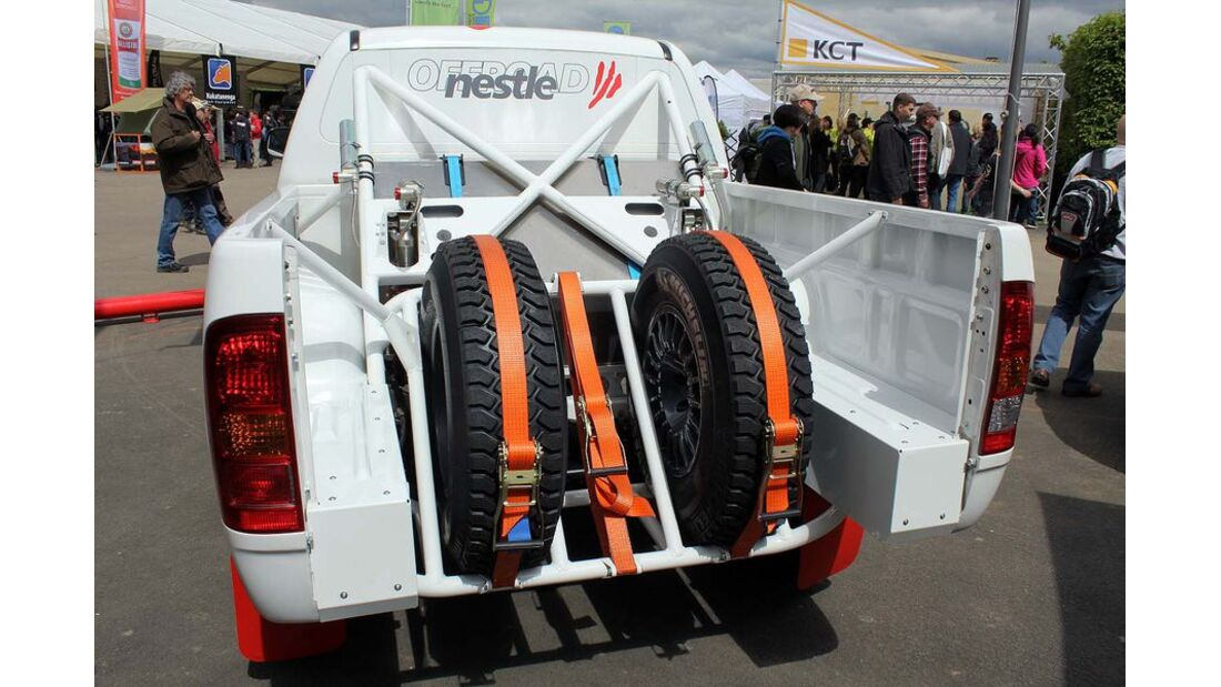 MB-Jeep-Offroad-Special-2014-Pickups-40-Toyota-Hilux-Nestle-Tuning (jpg)