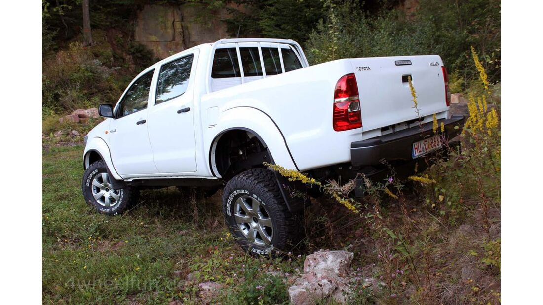 MB-Jeep-Offroad-Special-2014-Pickups-8-Toyota-Hilux (jpg)