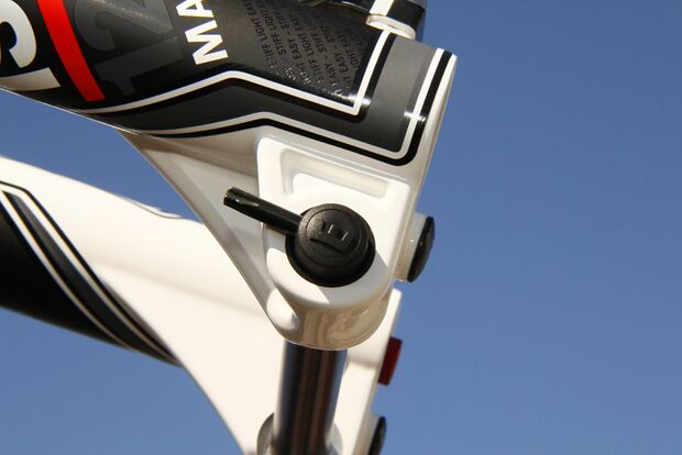 MB-Magura-Team-Suspension-Steckachse-Sea-Otter-2012-AS (jpg)