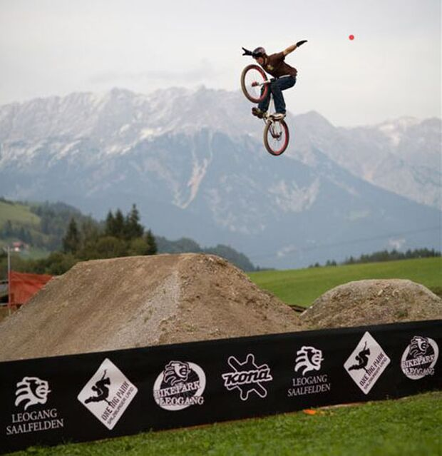 MB Out of Bounds 2009 Pascal Breitenstein_Tuck Nohander