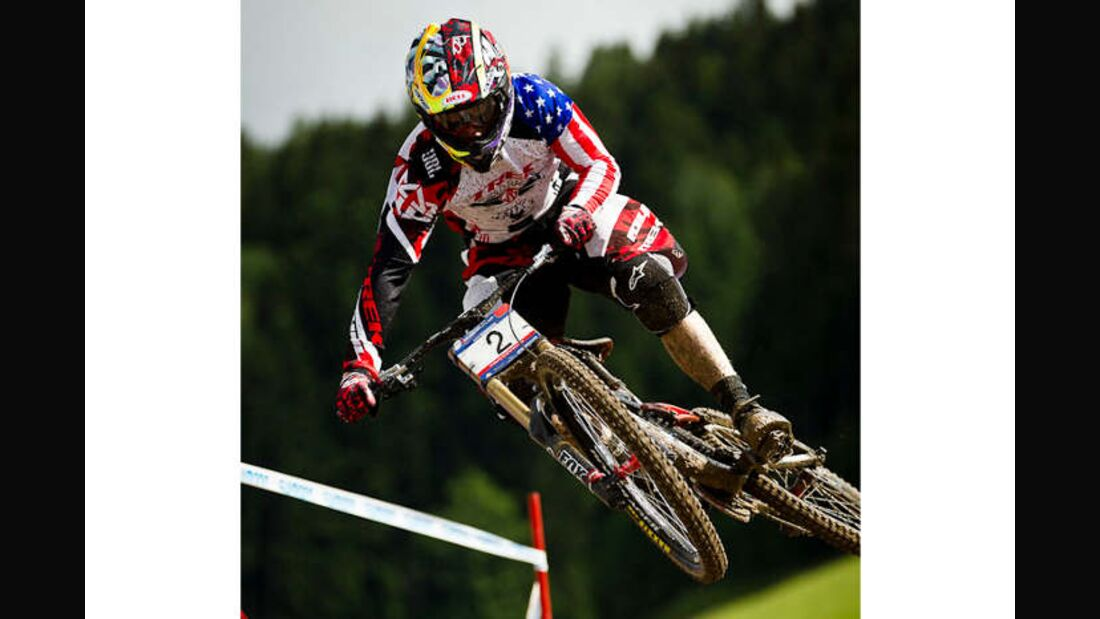 MB UCI WC DH 2011 Gwin action