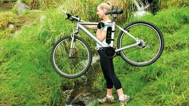 UB-Bimoz-Motor-girl-carrying-bike-with-bimoz (jpg)