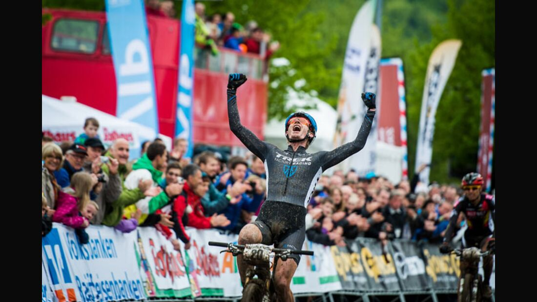 albstadt_xc_k_men_mcconnell_winning_close_armsup_by_kuestenbrueck (jpg)