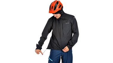 mb-1016-regenjacken-test-gore-bike-wear-element (jpg)