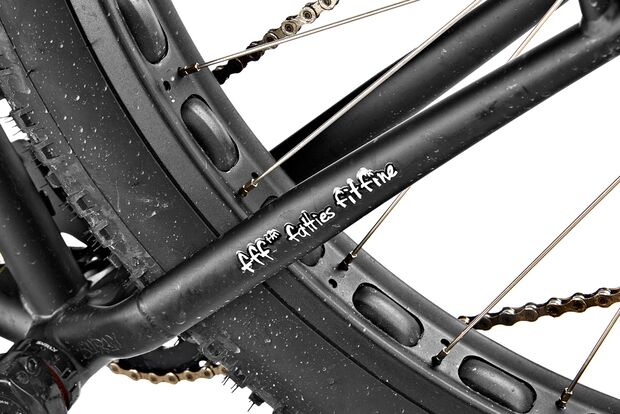 mb-1016-surly-krampus-detail2-benjamin-hahn (jpg)