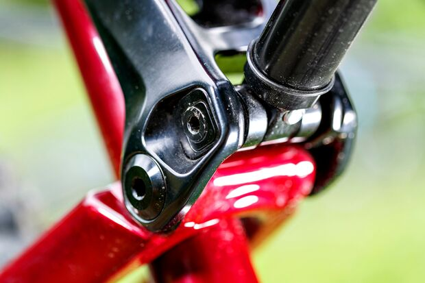 mb-1017-bike-highlights-rocky-mountain-altitude-carbon-70-detail-3 (jpg)