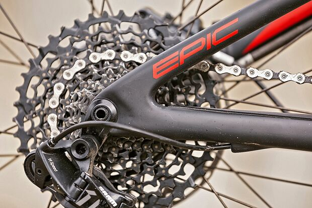mb-1117-bike-highlights-specialized-epic-fsr-comp-carbon-detail-2 (jpg)