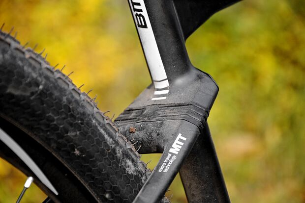 mb1215-racehardtails-detail-as-bmc-teamelite-01-xt (jpg)